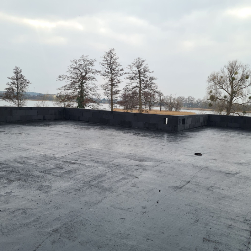 kładzenie papy na dach